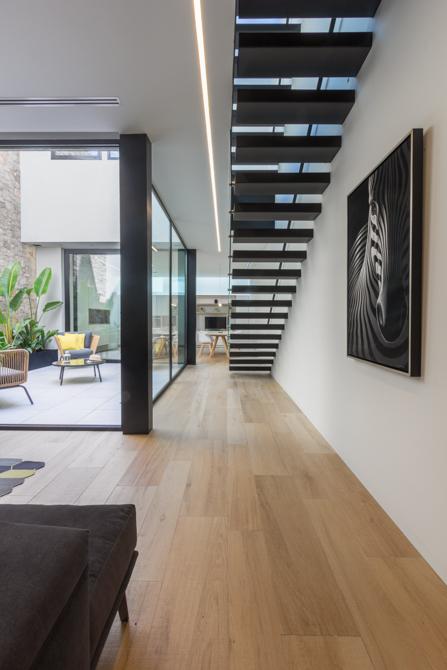 Fotografía de interior. Detalle constructivo escalera