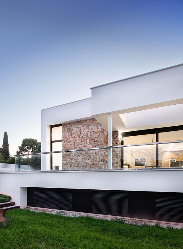 Fotografía arquitectura. Foto de vivienda con iluminación interior.